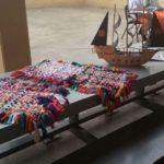 Artesanato produzido por apenados da Pecan em exposição no shopping de Canoas