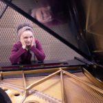 Pianista Catarina Domenici se apresenta no projeto Desconcerto