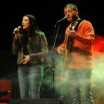 Zé Caradípia e sua filha, Elisa Fernandes, em show especial do Dia dos Pais, no Musical Évora