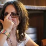 "Sábado (2), Carol Bensimon lança o romance ""O Clube dos Jardineiros de Fumaça"" no Von Teese"