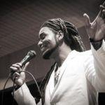 """Gil Collares canta """"Negras Vozes"""""""