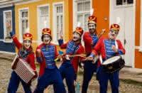 Orquestra de Brinquedos faz curta temporada em Porto Alegre, em julho, no São Pedro